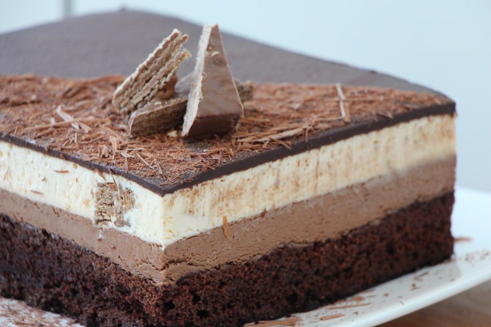 layered cake chocolate mousse