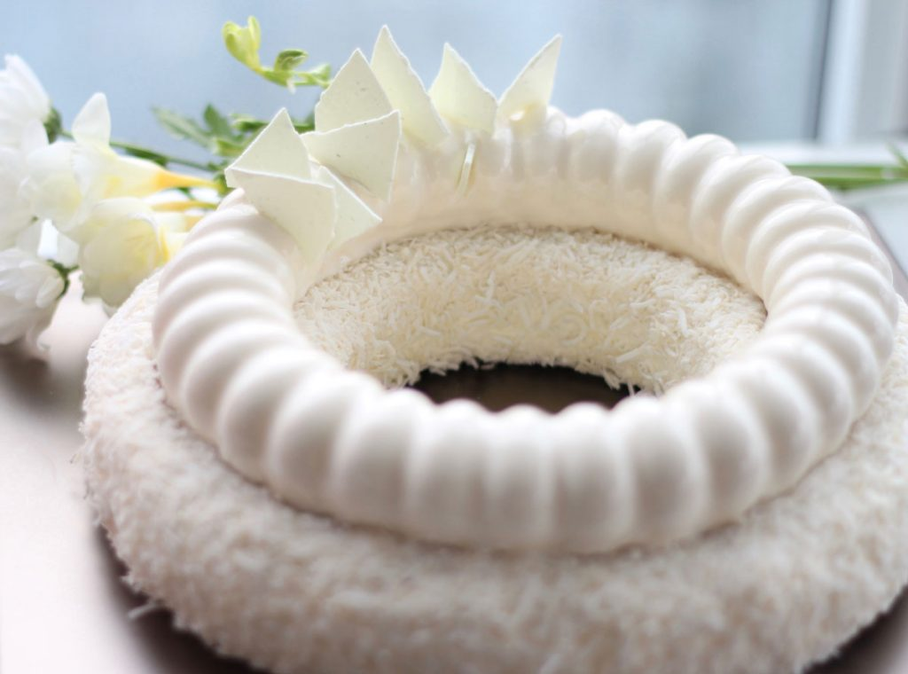 coconut cake mirrorglaze